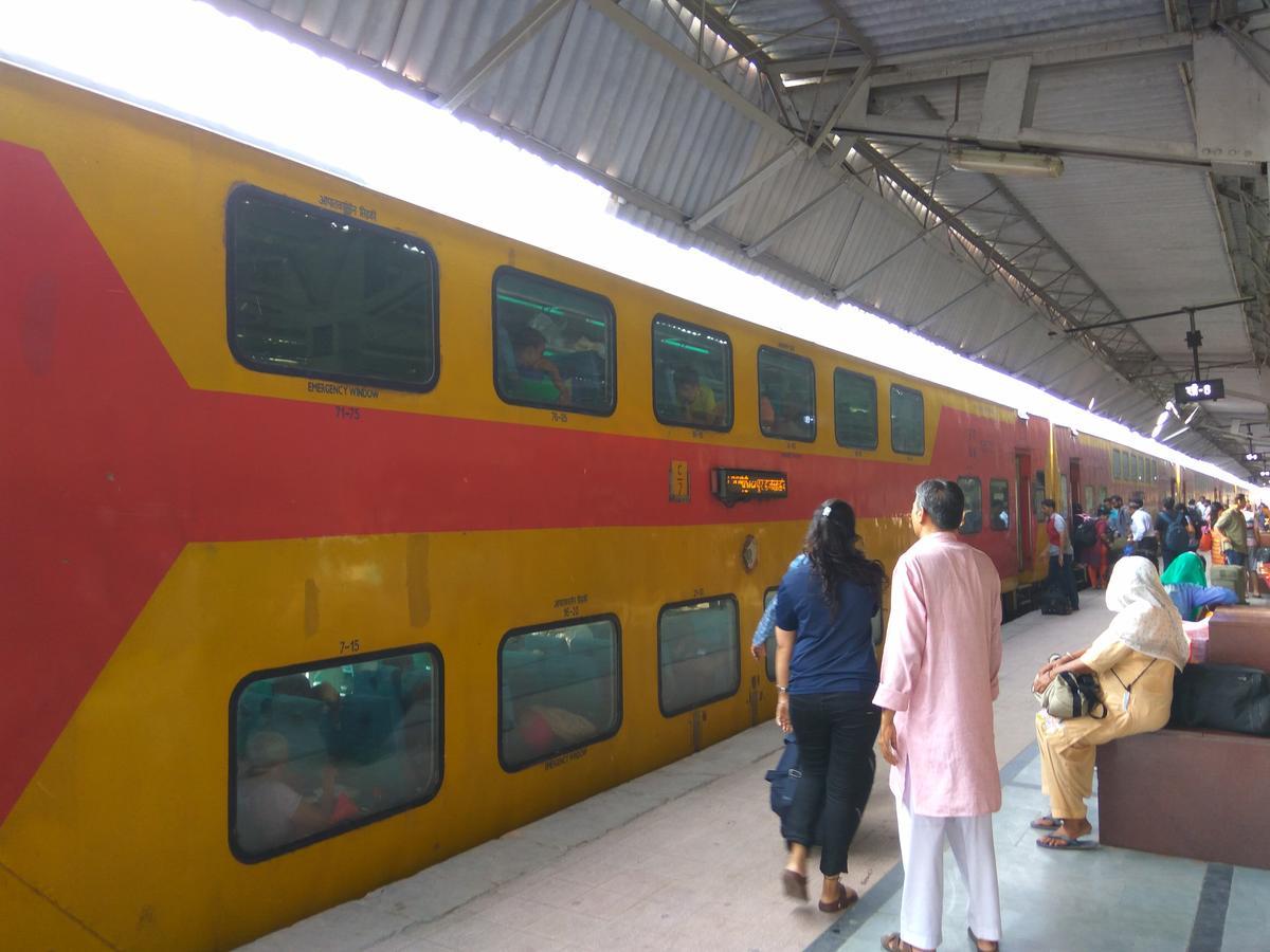 Jaipur-Delhi Sarai Rohilla AC Double Decker Express/12985 Train Boards -  Railway Enquiry