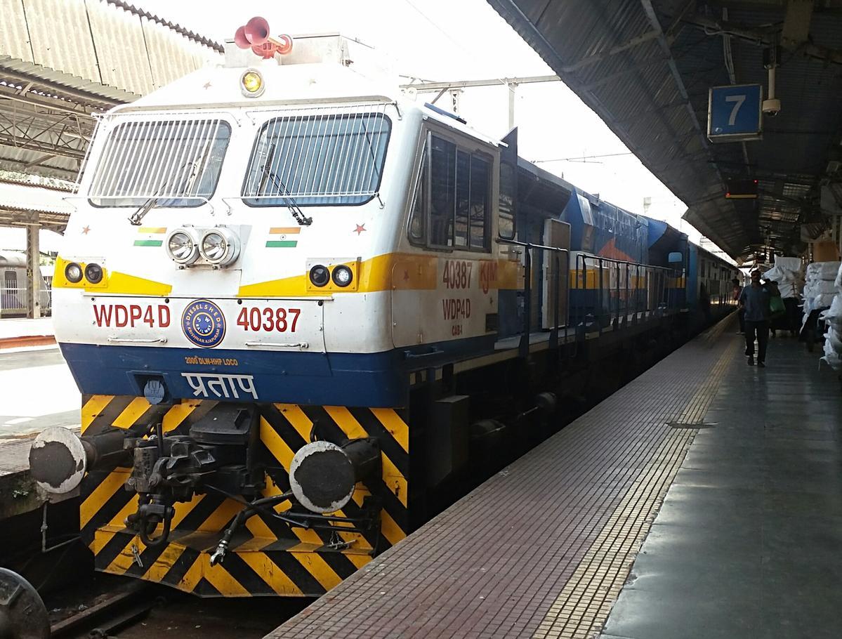 Image result for हाई स्पीड ट्रेन सेट जल्द पटरी पर भरेगी फर्राटा, दिल्ली-भोपाल के बीच चलेगी पहली गाड़ी
