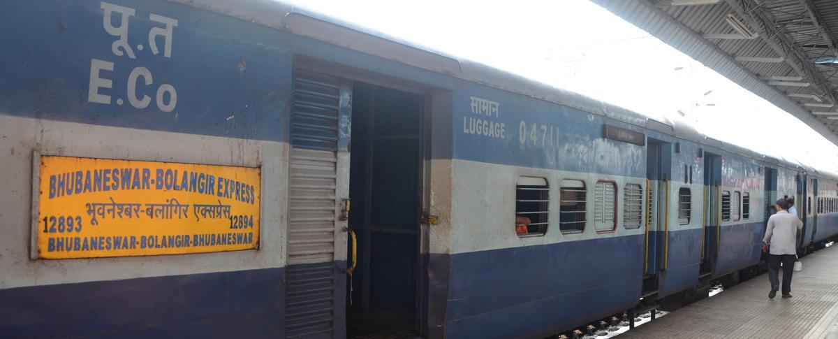 Bhubaneswar - Balangir Intercity SF Express/12893 Time Table