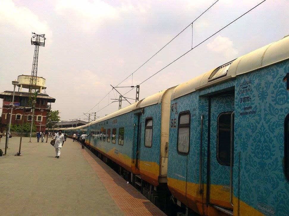 1st Commercial Run Of Newly Inaugurated 20889 Howrah - Vijayawada Humsafar.