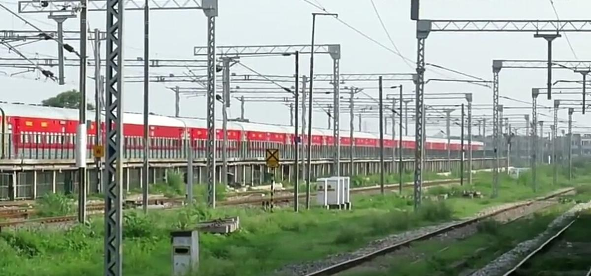 Chandigarh - Mumbai Bandra (T) Bi-weekly SF Express/22452 Picture