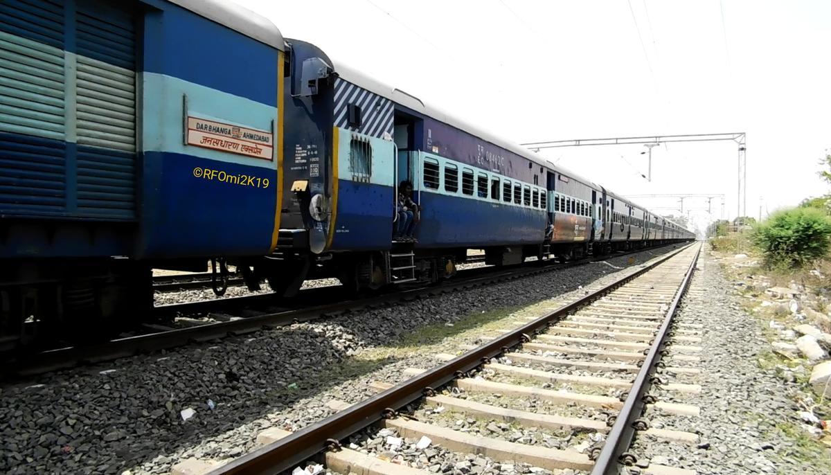 15560/Ahmedabad - Darbhanga Jansadharan Weekly Express (UnReserved