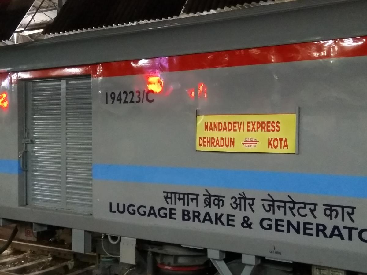 Haridwar to Agra Cantt : 11 Trains, Shortest Distance: 410