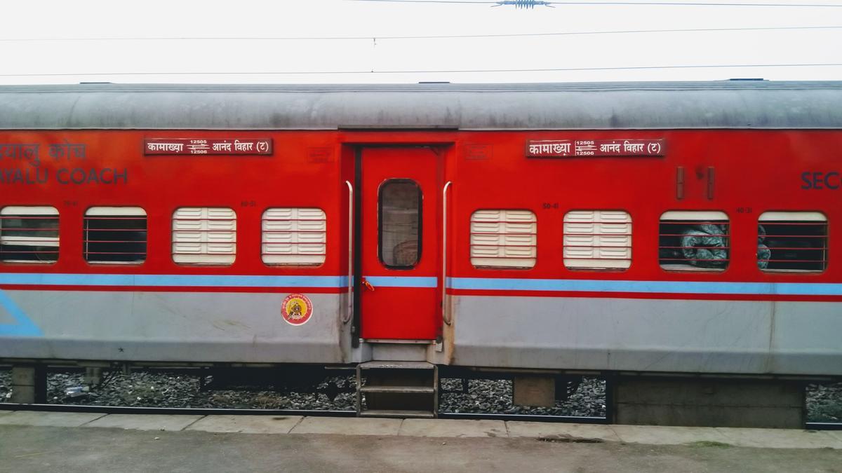 12506/North East Express (PT) - Anand Vihar Terminal to Katihar NFR