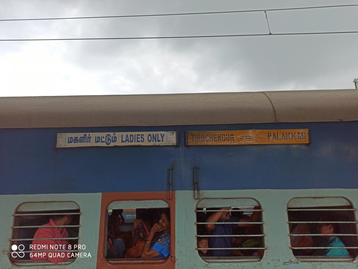 "<div><div style=""text-align:center;"" class=""galleryunitblog"" onClick=""return galleryClick($(this),4543635,0,true);"" ><b>Blog Entry#: 4543635-0</b><br /><b>56769/Palakkad Jn.  TEN/Tirunelveli Junction</b><br />Palakkad - TIruchendur Passenger @ Tirunelveli Jn.</div><div class=""galleryunitblog2""><div class=""close"" onClick=""return galleryClick($(this).parent().prev(), 0, 0);"" >×</div><div class=""galleryunitblog3""></div></div></div>"