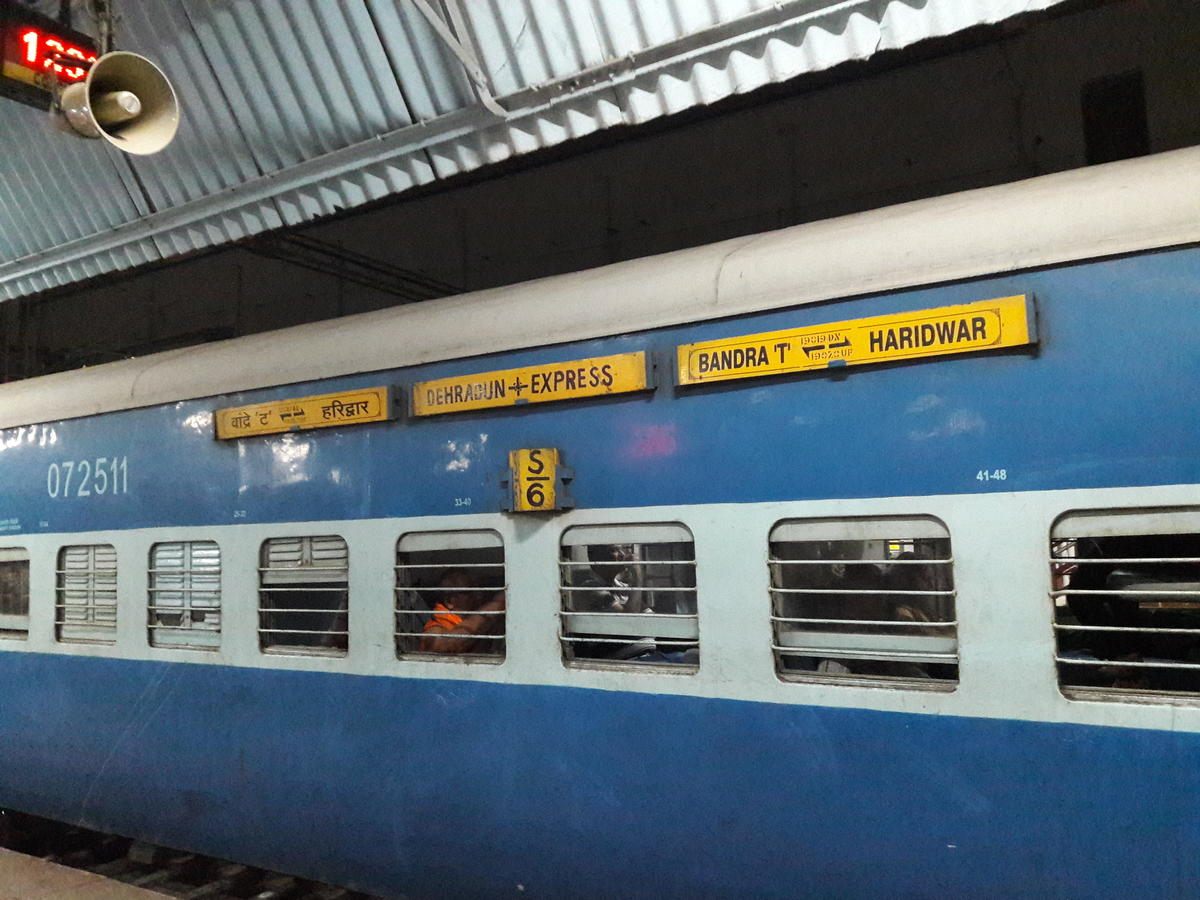 Dehradun - Mumbai Bandra Terminus Express/19020 Time Table