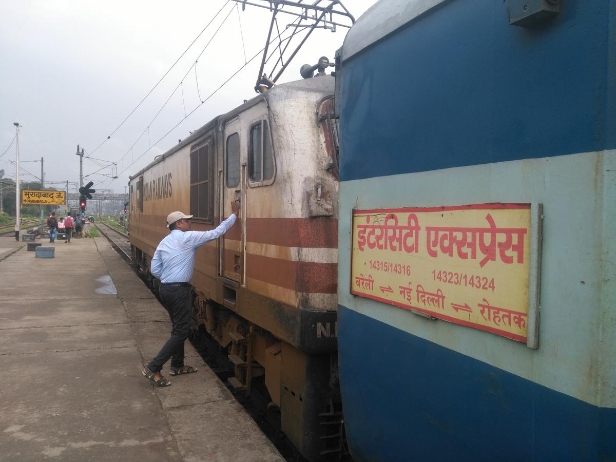14316/New Delhi - Bareilly InterCity Express - Ghaziabad to
