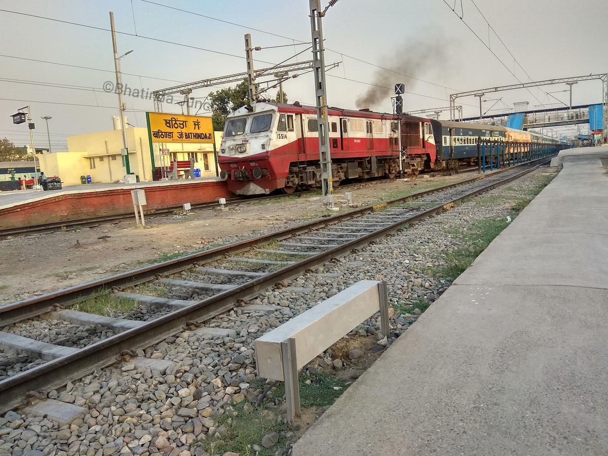 Delhi - Shri Ganganagar InterCity Express/12481 Picture & Video