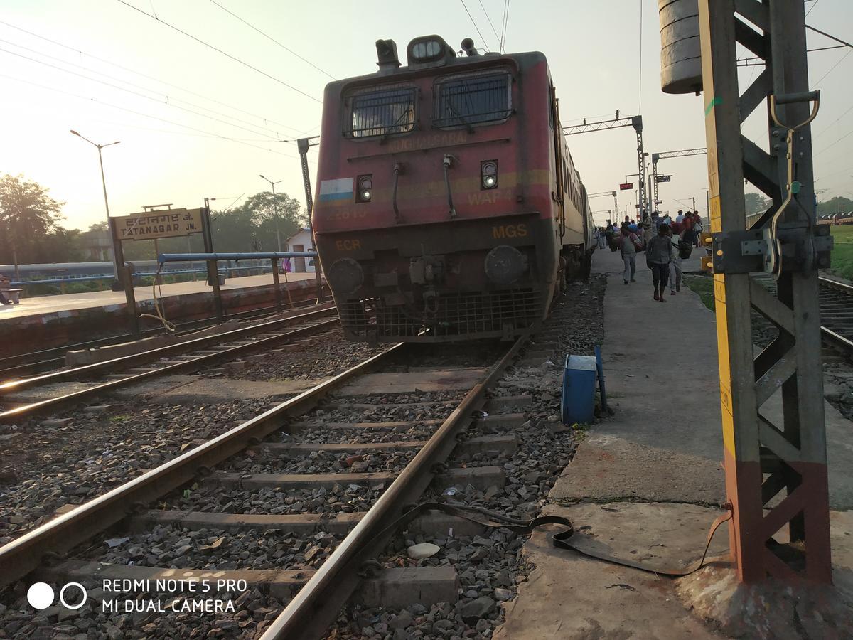 Tatanagar to Mumbai CSTM: 9 Trains, Shortest Distance: 1716