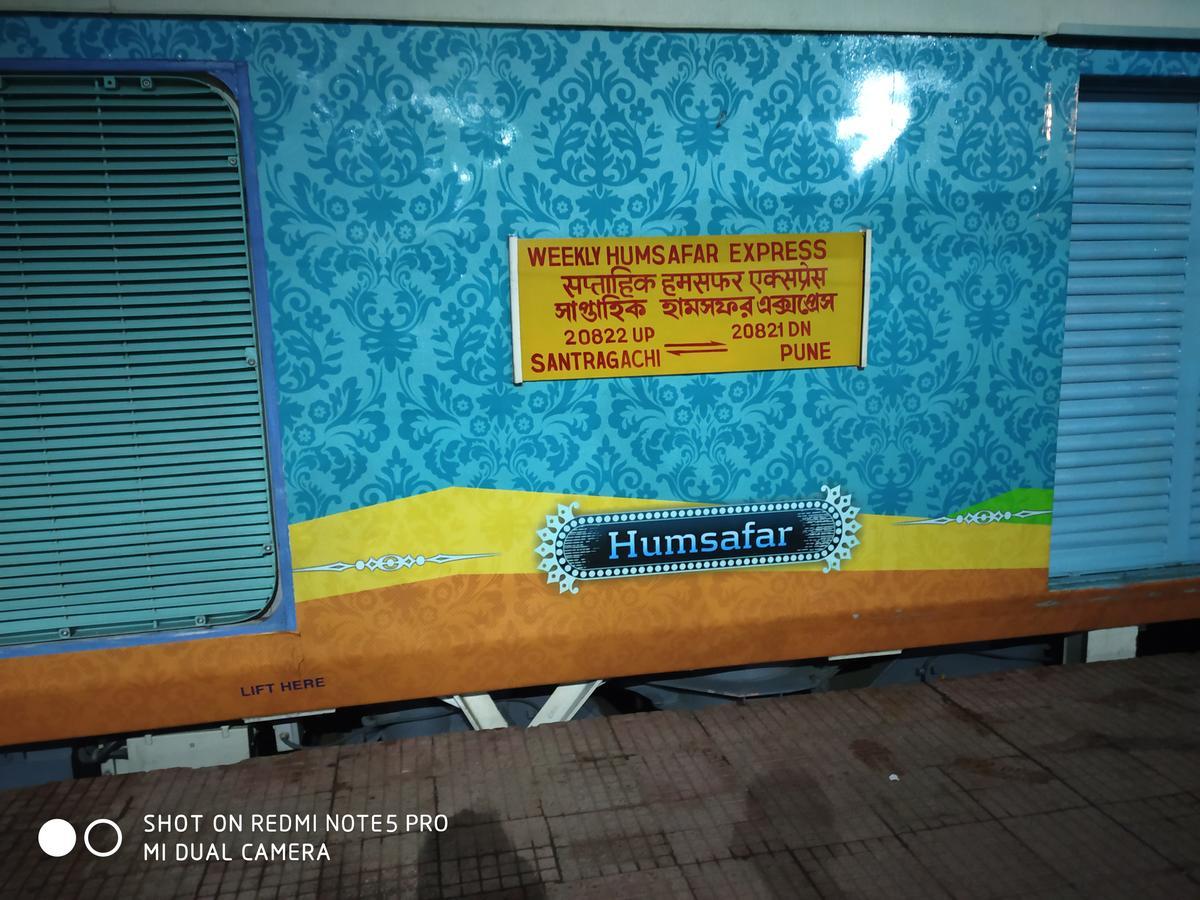 Pune - Santragachi Humsafar Express/20821 Arrival/Departure History -  Railway Enquiry