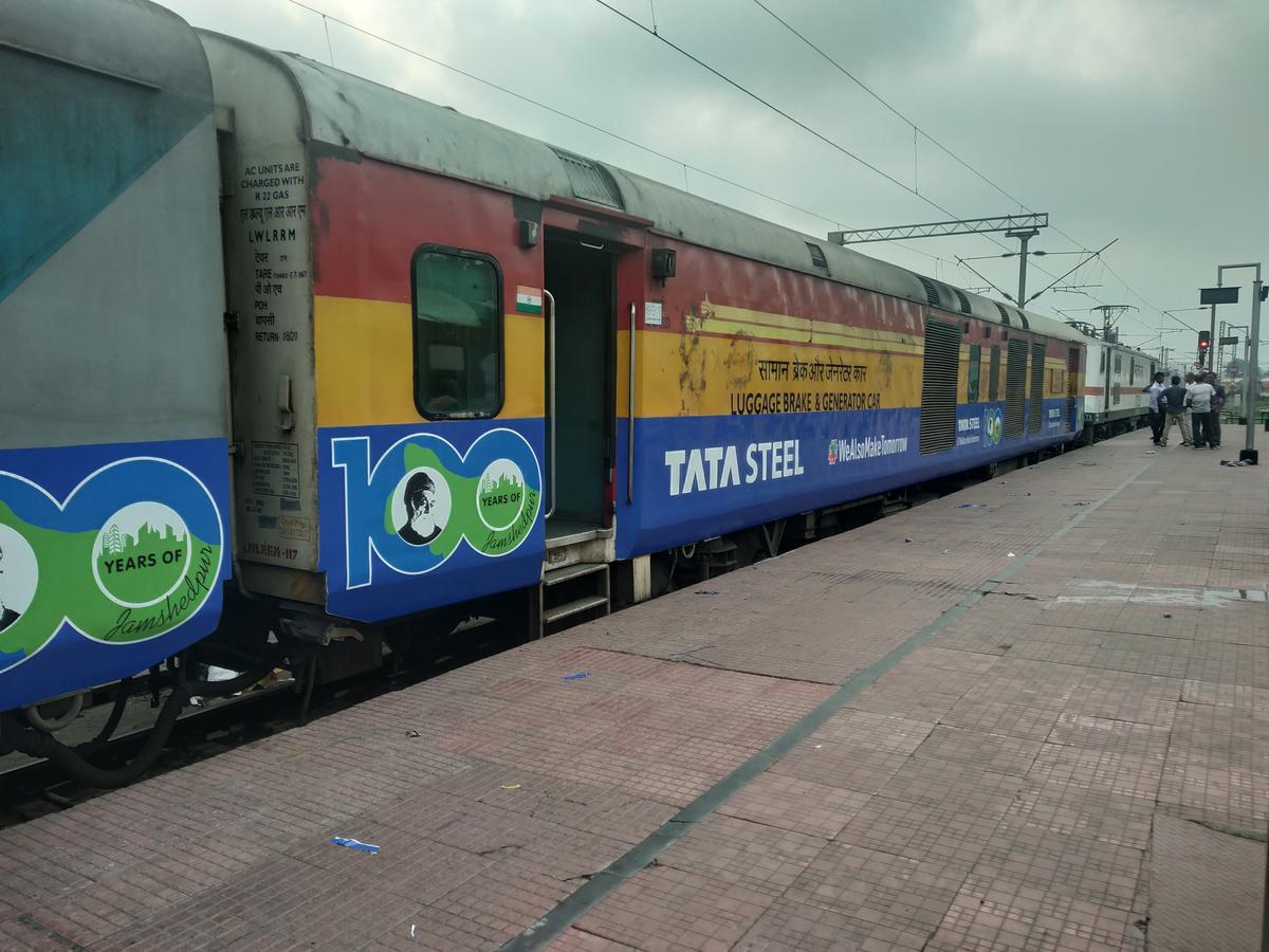 Tata Steel Express/12813 Time Table/Schedule: Howrah to Tatanagar